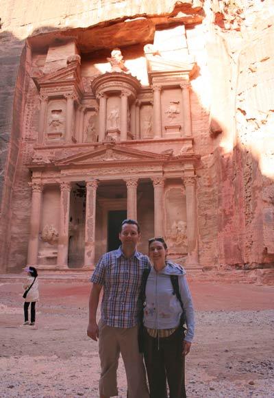 kuba und francoise vor khazne al-firaun