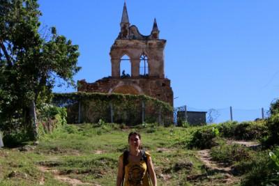 ruinenkirche auf dem hügel